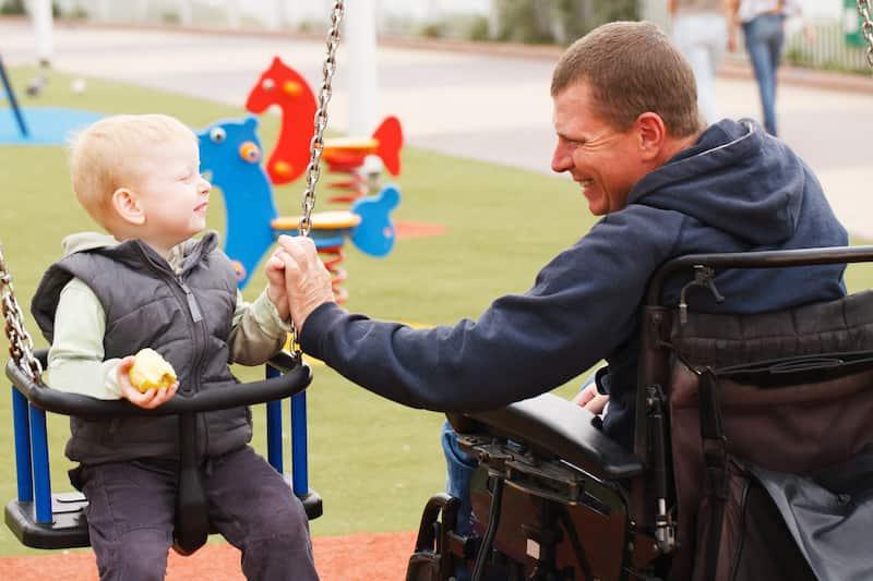 Parler handicap avec les enfants père handicapé