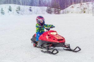 activité enfant montagne mini motoneige