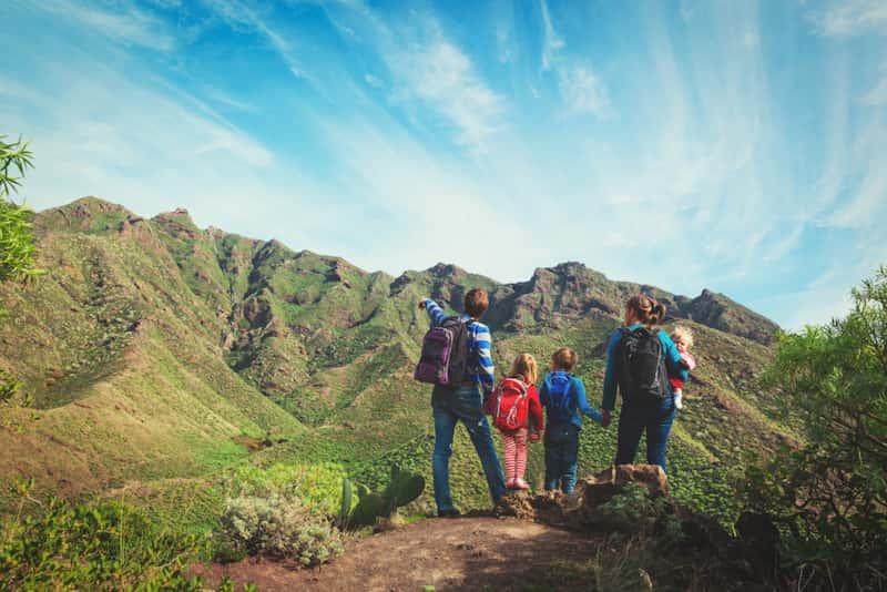 Randonnée avec des enfants à la montagne