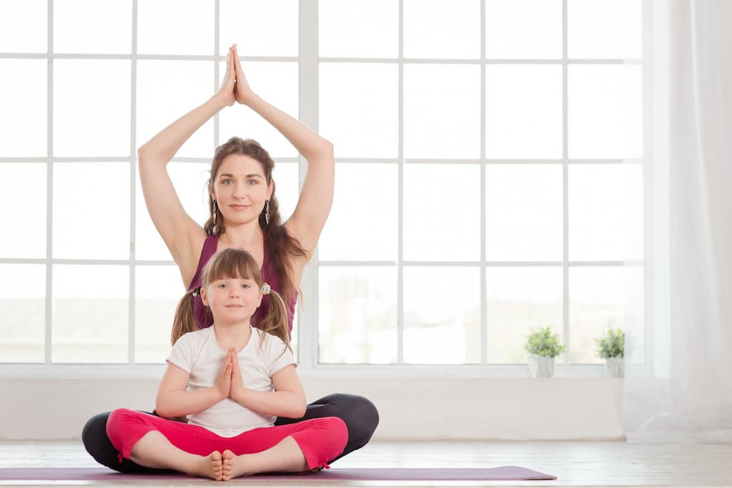 Faire du yoga parent enfant